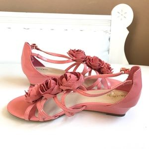 NEW IN BOX CORAL PATENT WEDGE FLAT HEELS FLOWERS
